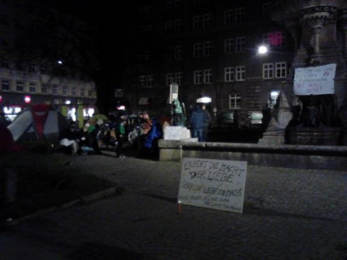coldest night of my life in #boznerplatz last night with @OccupyInnsbruck http://pic.twitter.com/w9IkAopZ