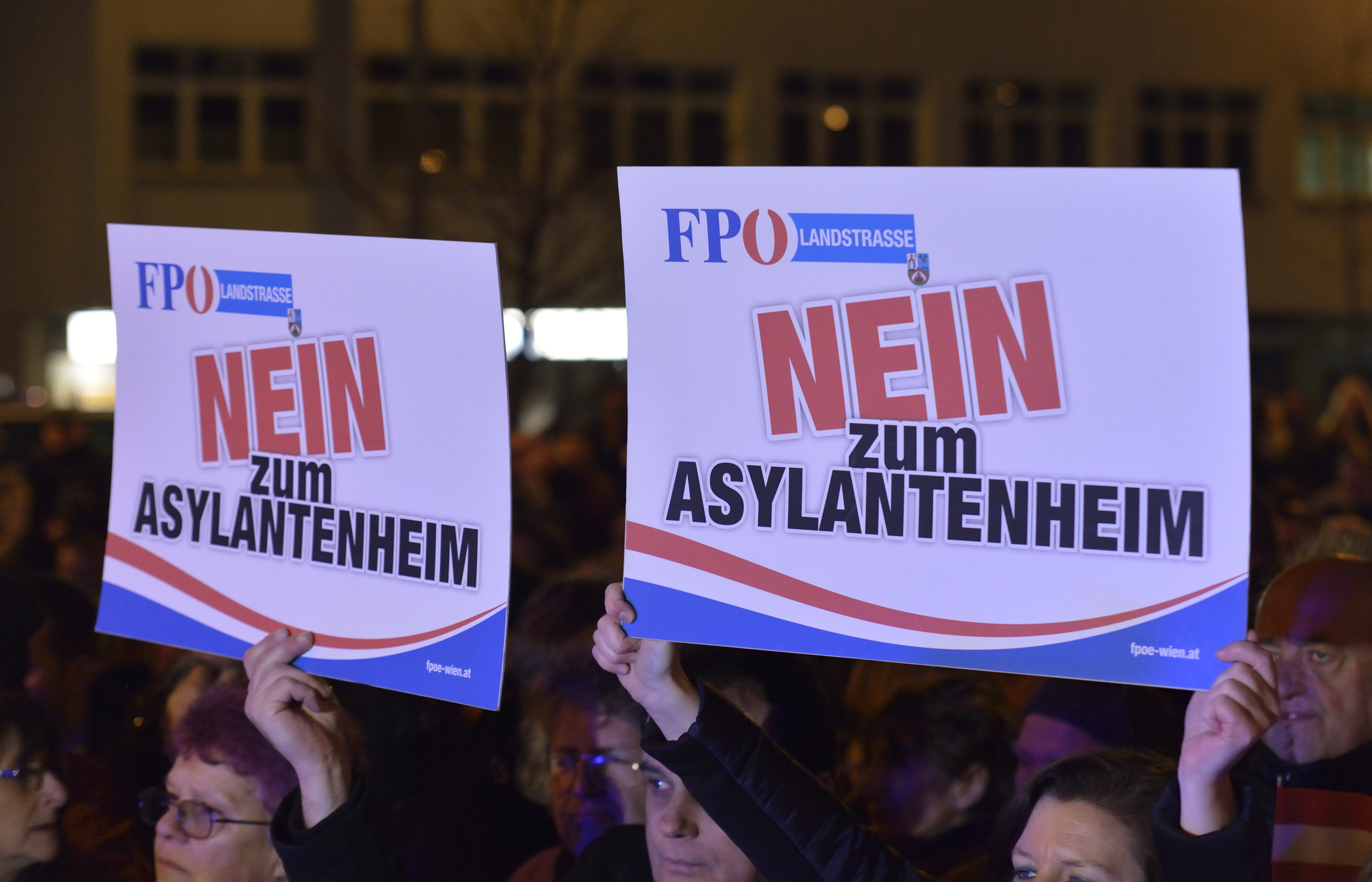 "VIDEO: FPÖ Demo gegen ""Asyl-Massenquartiere"" in #Liesing"